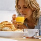 Диетологи «за» плотный завтрак!